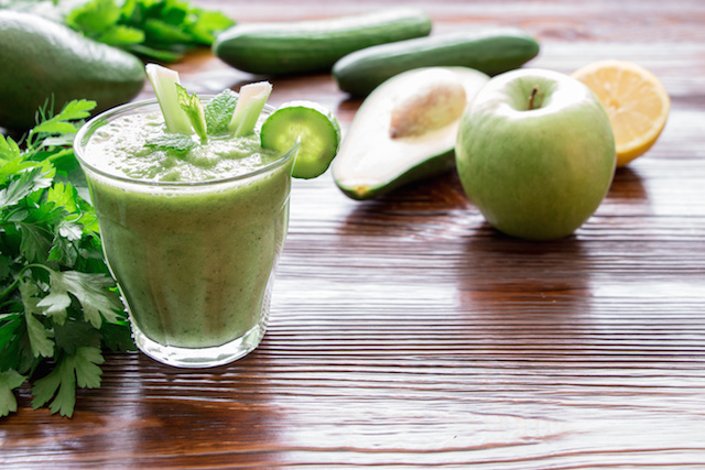 Avocado Apple Explosion – Smoothie ft. Kale